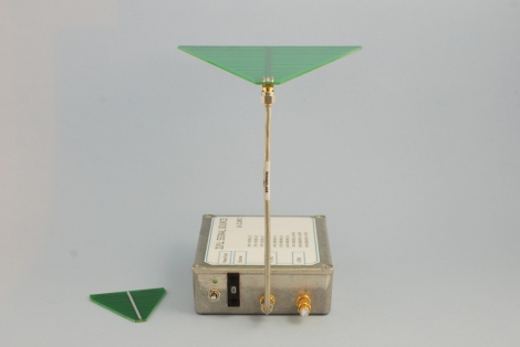 Signal Source with PCB antenna
